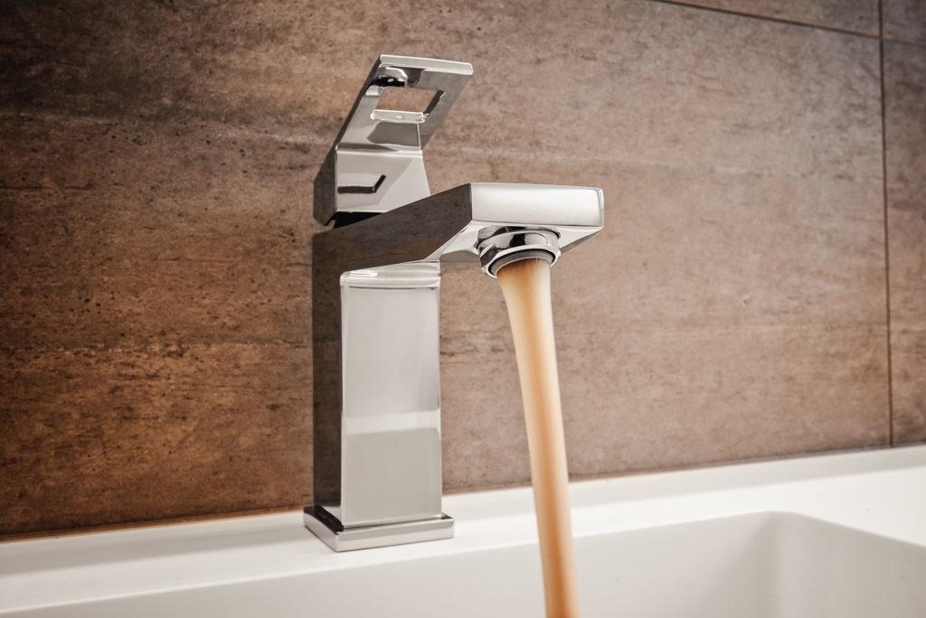 Lagana korozija u nezaštićenim cijevima dovodi do smeđe vode